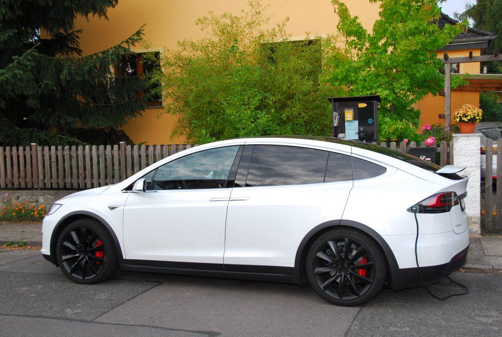 Strominator.de Autovermietung Tesla Model X Ladestation Grünau
