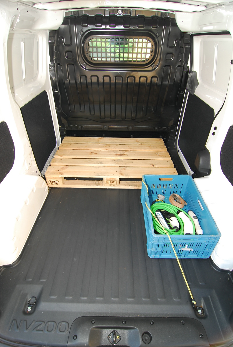 comp1200 nissan e nv200 laderaum strominator elektroauto mieten elektroautos mieten. Black Bedroom Furniture Sets. Home Design Ideas