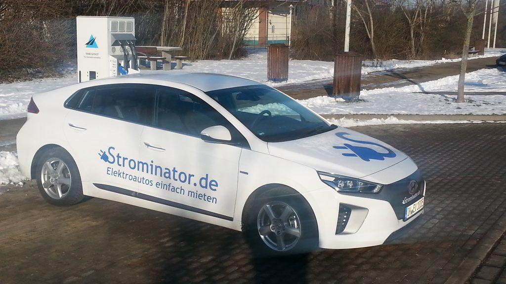 Wir haben viele Hyundai IONIQ Elektro in allen Farben und Ausstattungen im Fuhrpark bzw. als bestellte Fahrzeuge im Vorlauf.