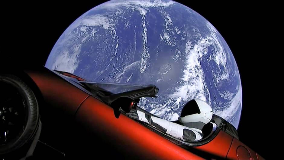 TESLA Roadster in SpaceX - Strominator