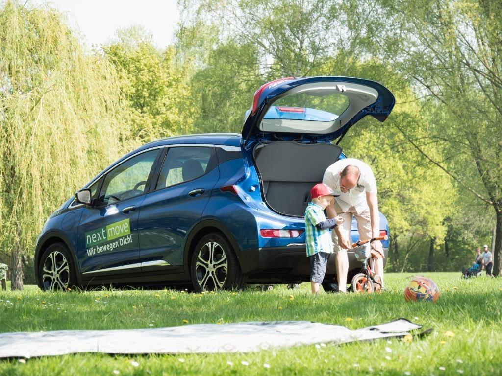 Mit der Familie im Opel Amera-e unterwegs