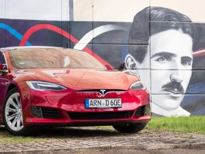 nextmove Tesla Model S Grafiti - Tesla mieten