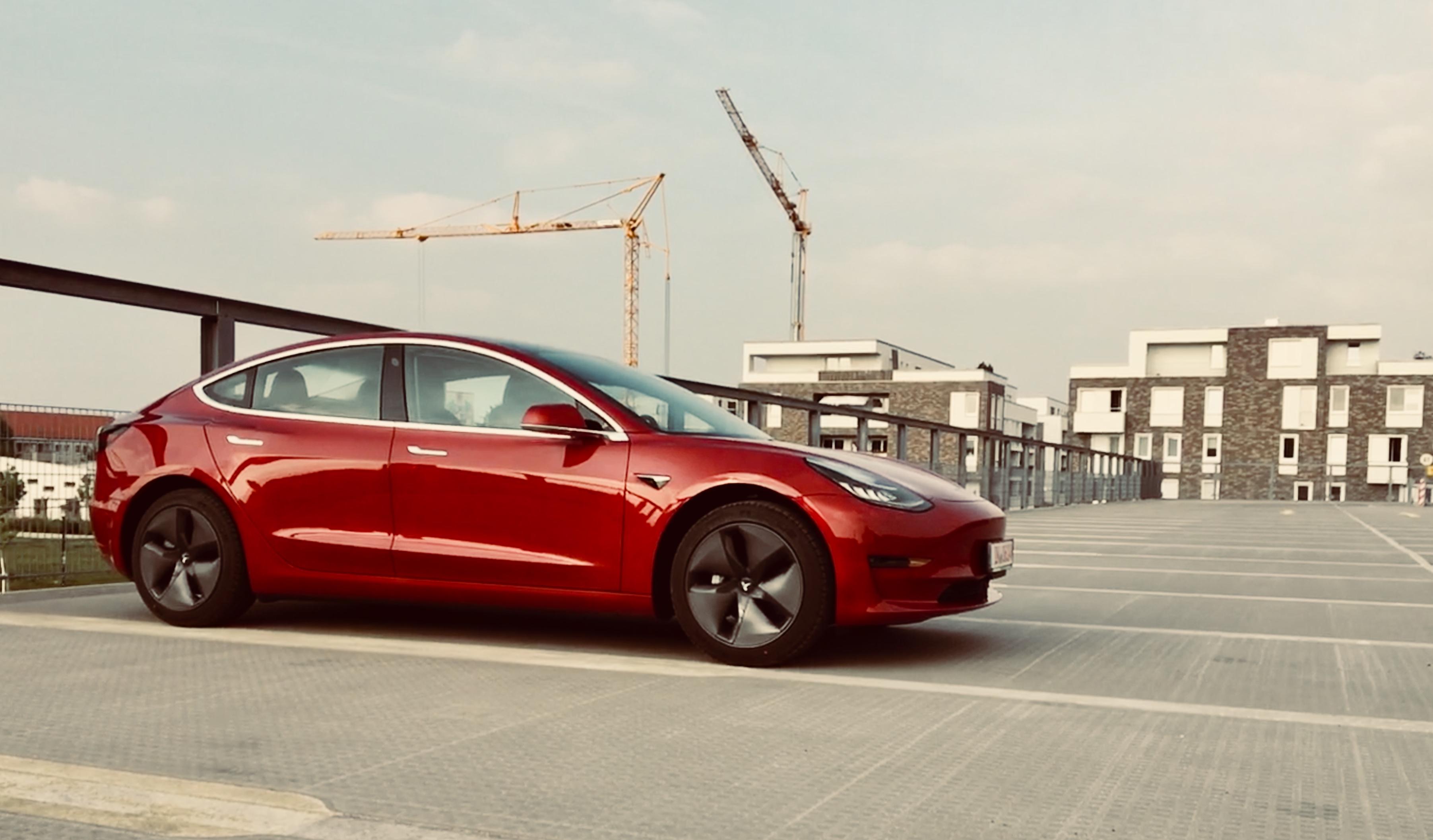 www.nextmove.de Tesla Model 3 Parkplatz