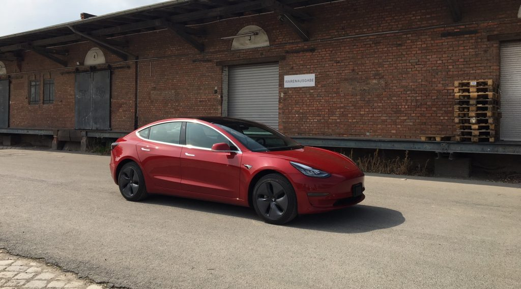 www.nextmove.de Tesla Model 3 Warenausgabe Deutschland 2