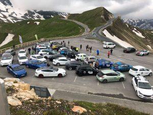 IONICA - Mehr als 50 Elektroautos am Parkplatz Fuscher-Törl unterhalb der Edelweisspitze www.nextmove.de