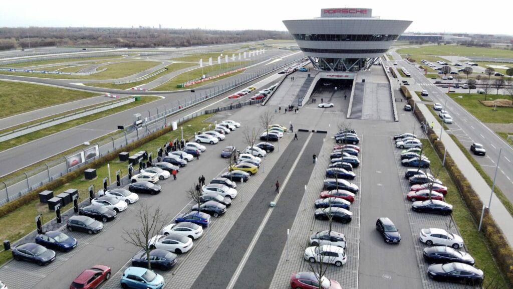 200 Elektroautos aller Marken bei Porsche in  Leipzig