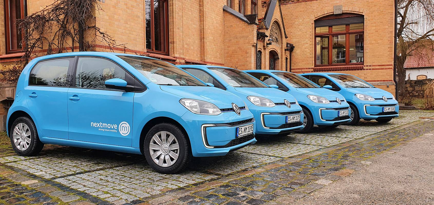 Abholung blauer Elektroautos VW eUp