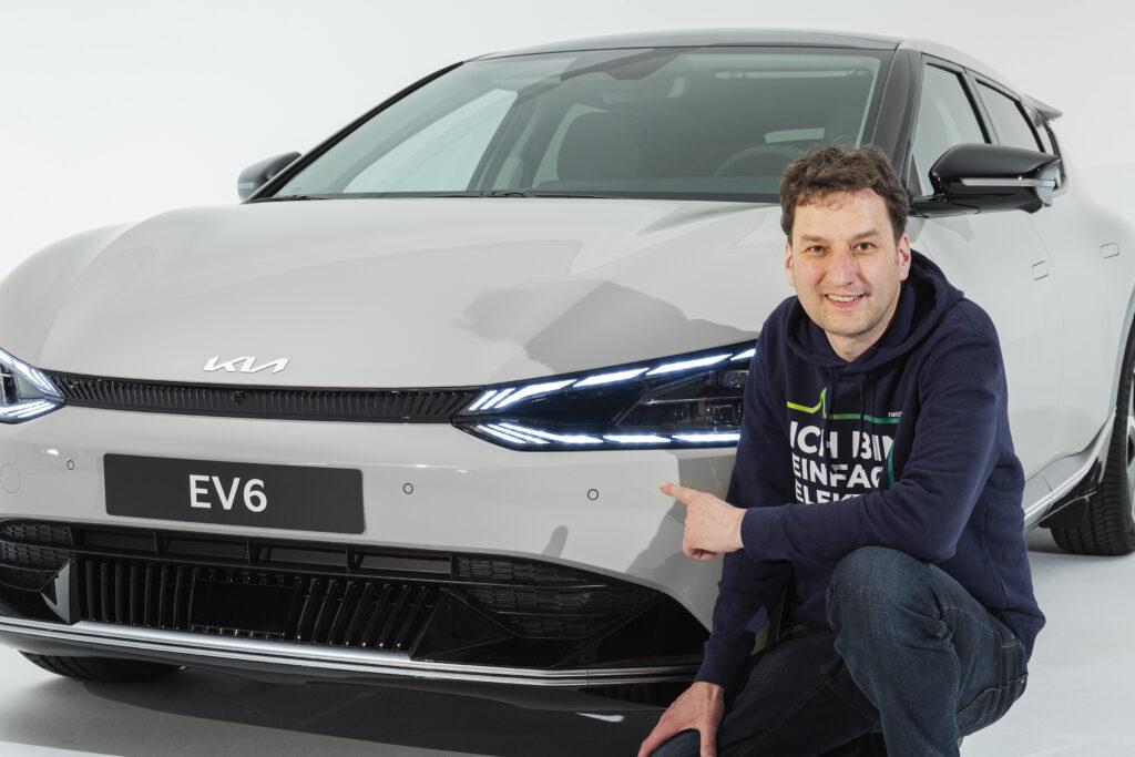 Stefan Moeller mit dem EV6 von KIA
