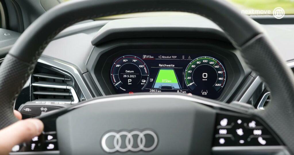 Q4 e-tron Lenkrad und digitales Cockpit