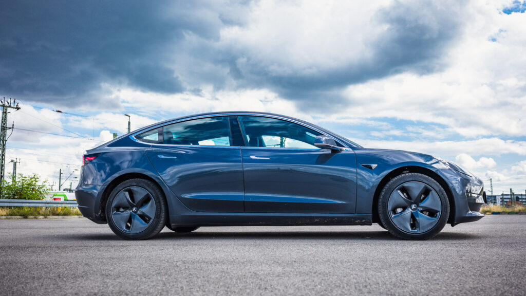 nextmove Tesla Model 3 grau