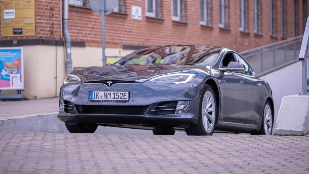 nextmove Tesla Model S grau